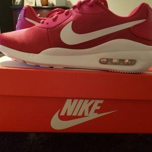 Nike NIB Women's Air Max Oketo Sz9